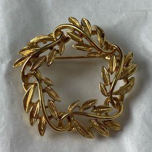 Napier Vintage Wreath Leaf Vine Brooch Gold Tone